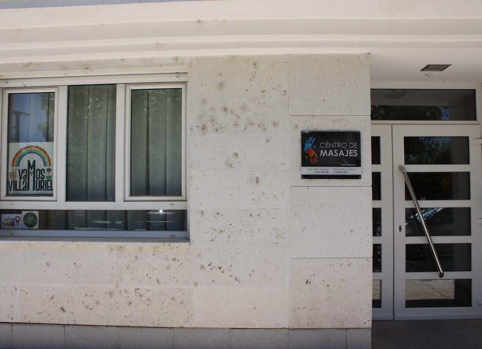 Puerta exterior Centro de Masaje Villamuriel